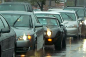 Técnicas y consejos para manejar bajo la lluvia