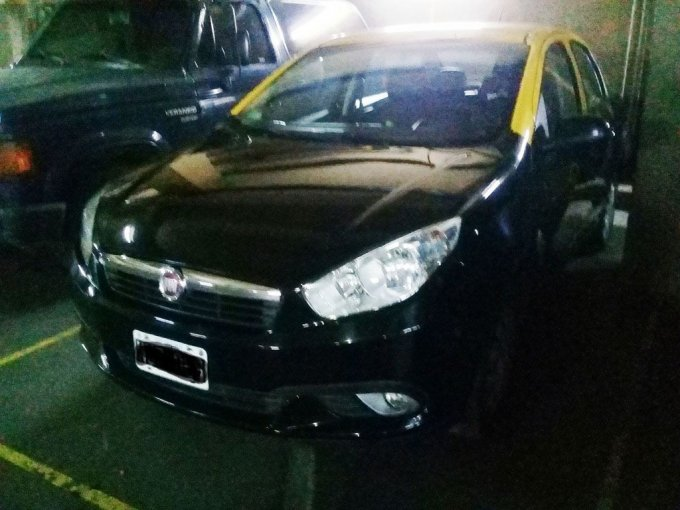 Fiat Grand Siena Atracttive - 2013 (1)
